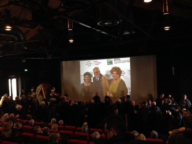 Ultimo addio a Scola, centinaia alla camera ardente - VIDEO