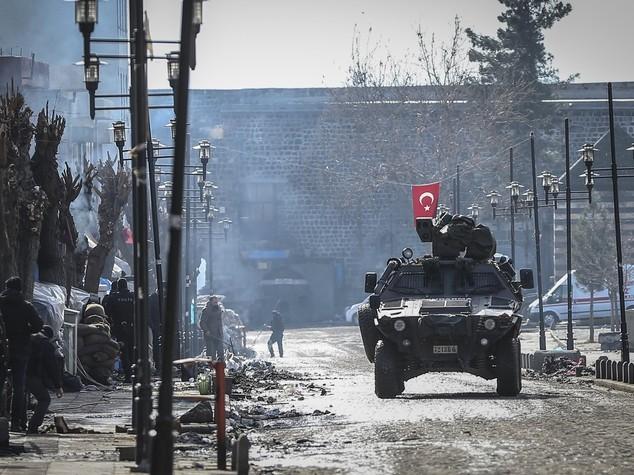 Turchia, lanciati 4 razzi vicino aeroporto Diyarbakir