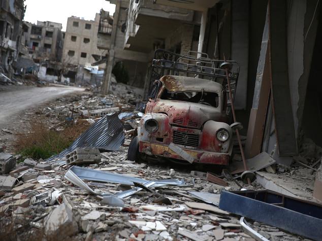 Siria, decine di camion con aiuti nelle città assediate