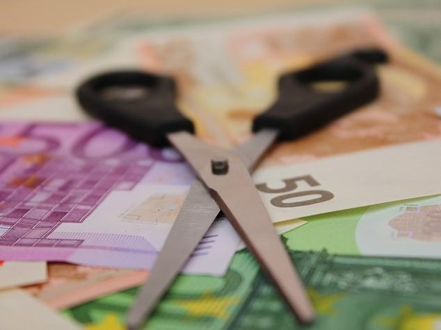 Ue avverte l'Italia, rischi elevati sul debito