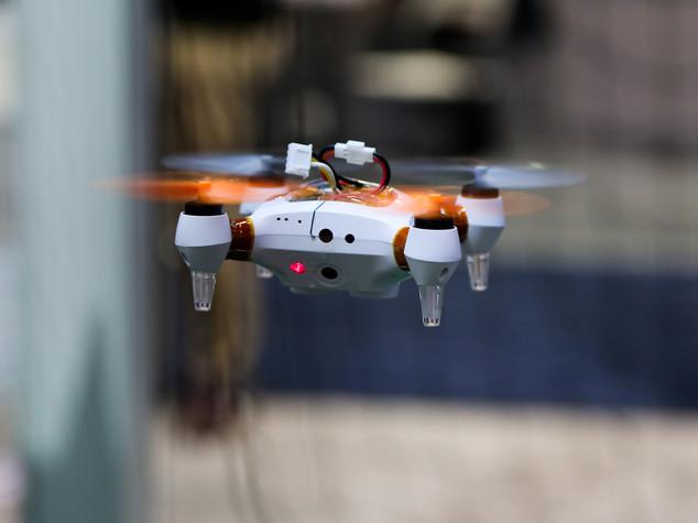 Drone in volo sul Colosseo, denunciato turista cinese