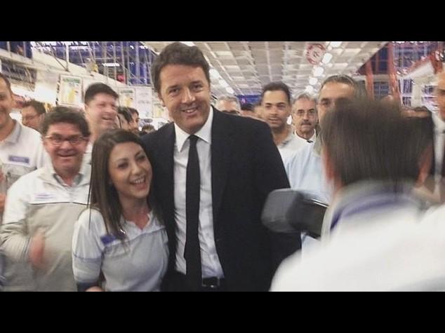 """Renzi a Melfi con Marchionne: """"qui si crea lavoro, altro che talk show"""""""