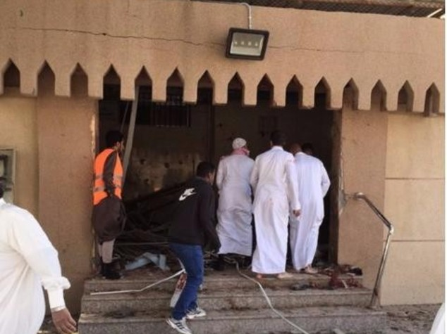 Kamikaze in moschea sciita, 7 morti in Arabia Saudita - Video