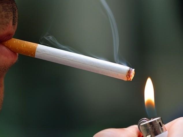Salute: giovani italiani i piu' fumatori d'Europa