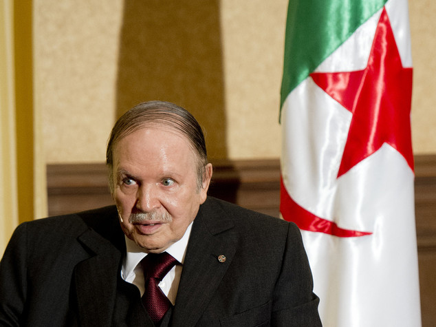 Algeria: Bouteflika riappare in pubblico per giorno Indipendenza