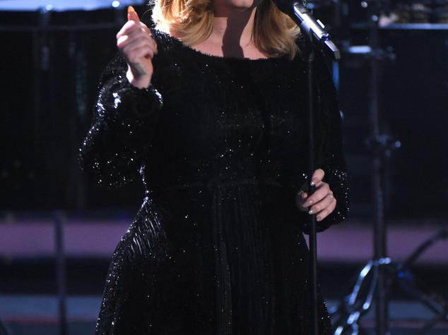 Voglia di shopping ma carta non funziona, imbarazzo per Adele