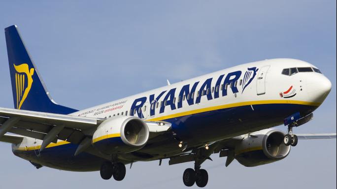 Rappresaglia Ryanair per aumento tasse, chiuse Alghero e Pescara