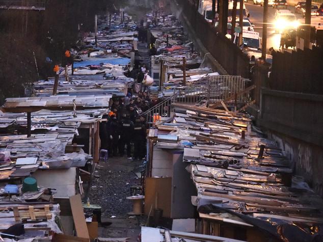 Francia: smantellato il piu' grande campo Rom di Parigi