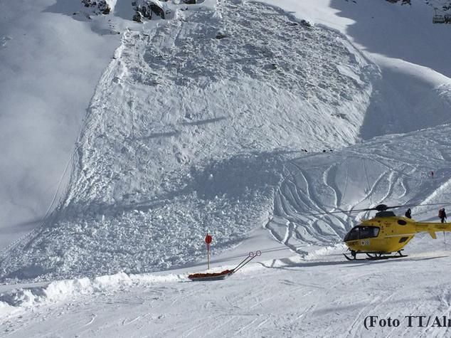 Valanga in Austria, cinque sciatori morti