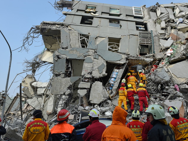 Taiwan, tre estratti vivi a 48 ore dal sisma - Foto - Video