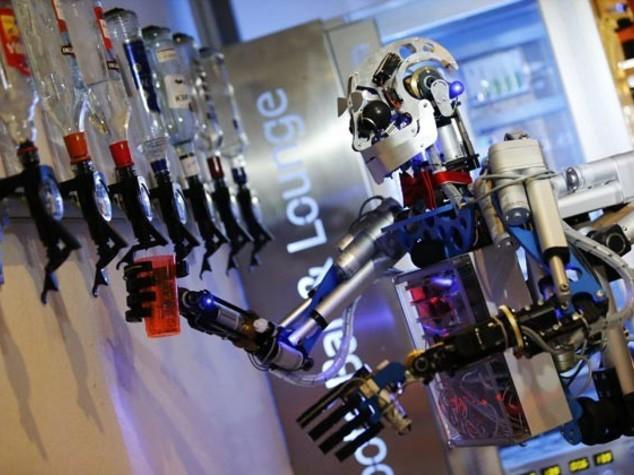 Ecco il robot che sa fare i cocktail