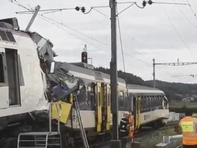 Scontro tra treni in Baviera, otto morti e 150 feriti - Video e     Foto