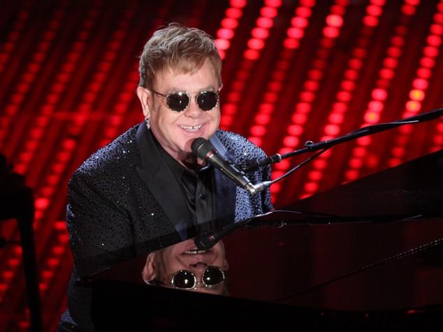 Cultura Oscar concerto a sorpresa Elton John ospite Lady Gaga  Share