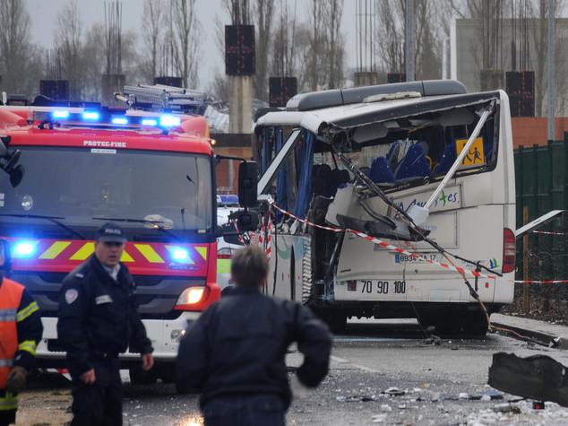 Scontro tra minibus e camion in Francia, muoiono 6 adolescenti