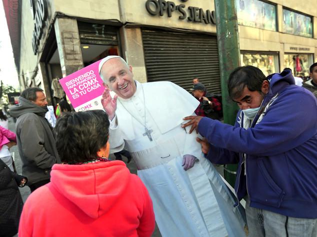Papa in Messico, no a società di pochi che si arricchiscono