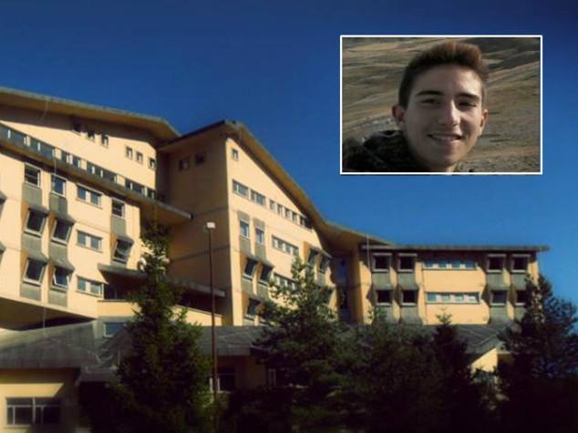 Studente caduto da sedia a scuola morto per malore