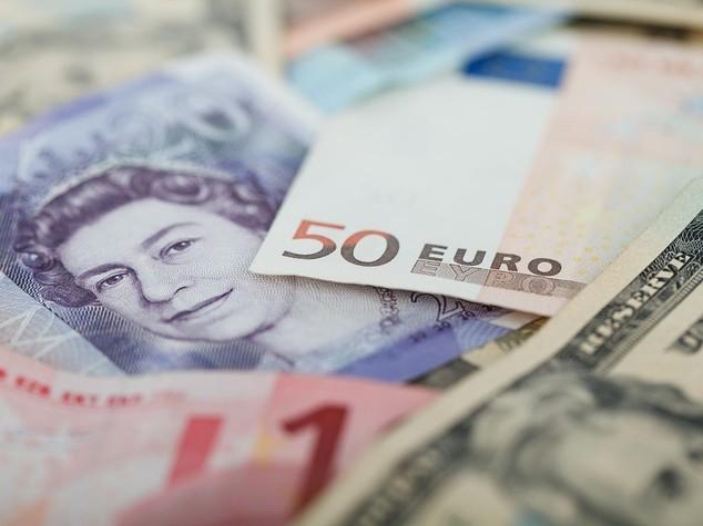 Euro: apre in rialzo sopra 1,07 dollari