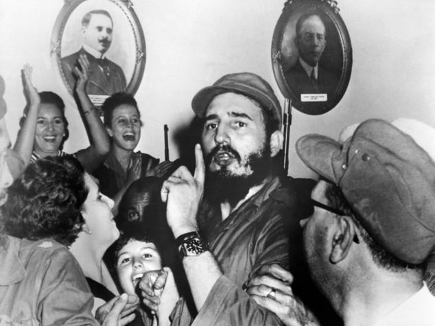 Accadde oggi: dalla nascita di Troisi all'addio al potere di Fidel