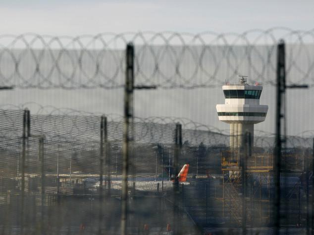 londra aeroporto gatwick droni