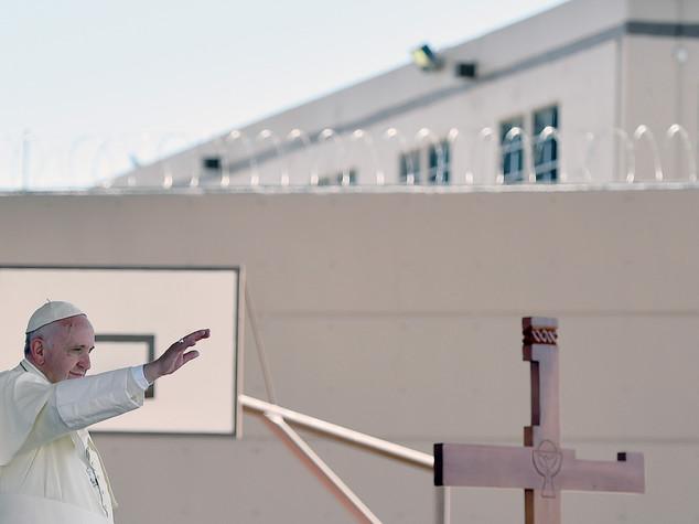 Papa: anatema contro gli schiavisti dei nostri giorni