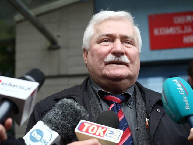 """Lech Walesa """"collaborava con polizia comunista"""""""