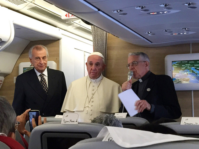 Papa Francesco, normale che Wojtyla avesse amicizie femminili