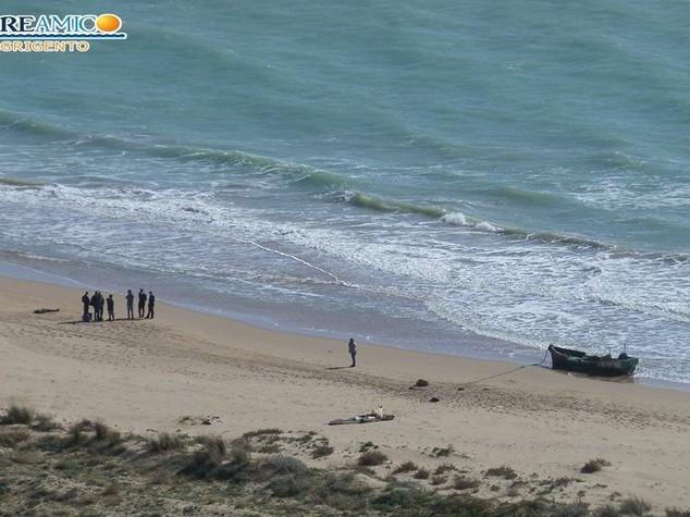 Tragico sbarco in Sicilia. Ogni giorno due bimbi morti nel Mediterraneo