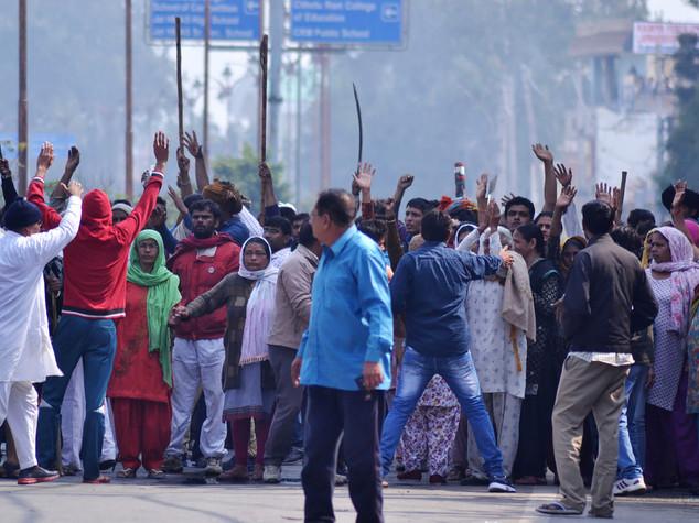 India, scoppia la protesta contro le caste, 12 morti