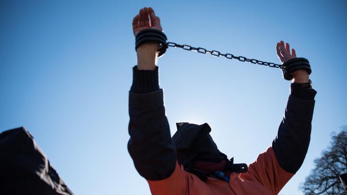 """Obama 'chiude' Guantanamo, """"mina la sicurezza Usa"""""""
