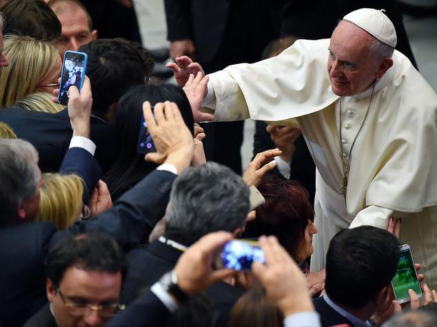 """Il Papa agli imprenditori, """"no alle raccomandazioni"""""""