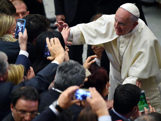 """Papa agli imprenditori, """"troppi giovani precari"""""""