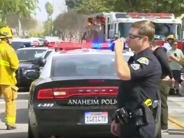 Scontri a marcia Ku Klux Klan in California, 5 feriti - Video