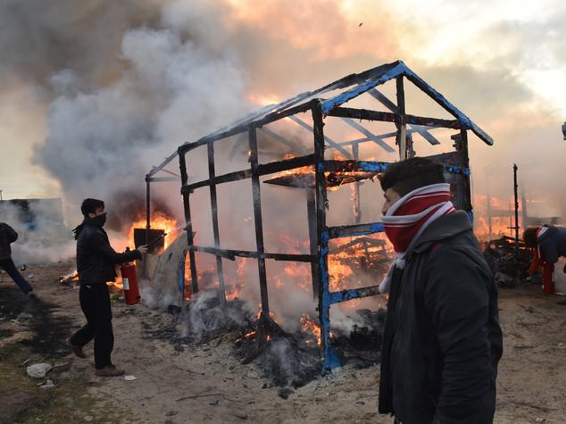 Migranti, ripreso lo sgombero della 'Giungla' di Calais