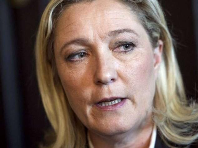 Lite furibonda a casa Le Pen dopo che il cane di Jean-Marie divora il gatto di Marine