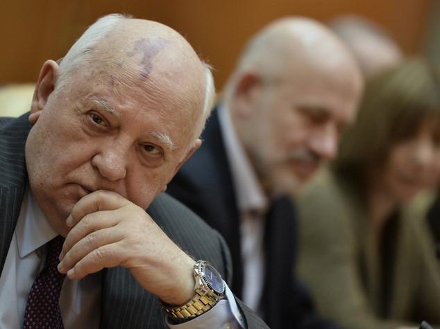 """Russia: anniversario golpe agosto, Gorbaciov """"imparare lezione"""""""
