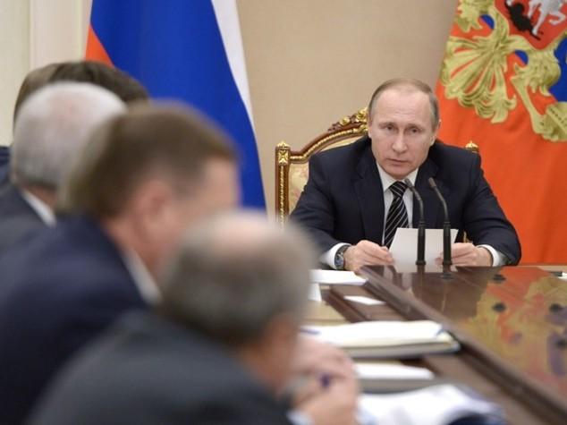 Petrolio: Putin, in Russia accordo per congelamento produzione