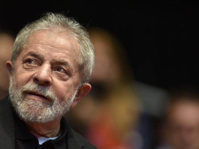 Scandalo Petrobras: ex presidente brasiliano Lula interrogato per 3 ore