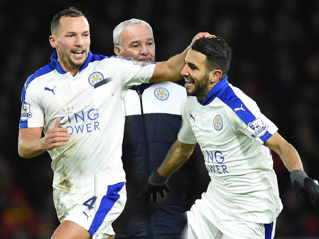 Leicester vola, pari e scontri in Tottenham-Arsenal