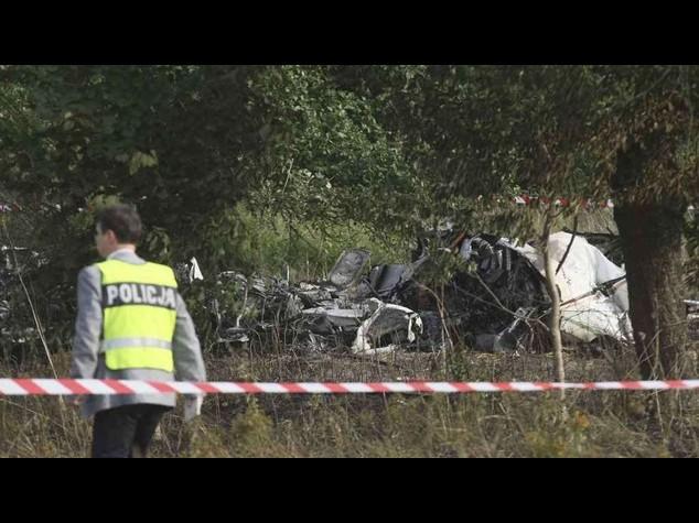 Polonia: 11 paracadutisti morti in incidente aereo