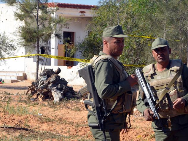 Tunisia, assalto jihadista vicino frontiera con Libia, 21 morti