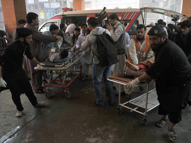 Kamikaze talebano contro i cristiani in Pakistan, 65 morti