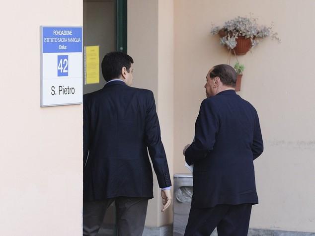"""Berlusconi: Sacra Famiglia, """"suonava il piano e ci sapeva fare"""""""