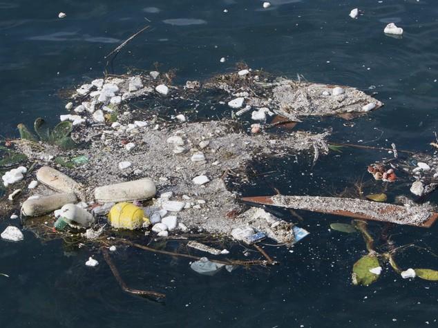 Spiagge invase dai rifiuti, quali sono e da dove vengono