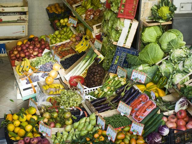 Rivoluzione a tavola pi frutta e verdura crolla la carne - Contorno di immagini di frutta ...