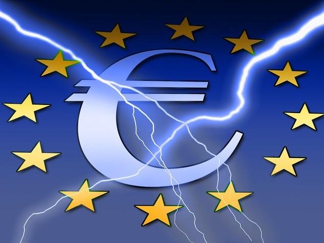 Euro: chiude in calo ma resta sopra 1,11 dollari