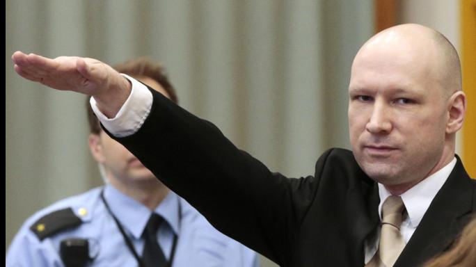 """Breivik fa causa alla Norvegia per """"detenzione disumana"""""""
