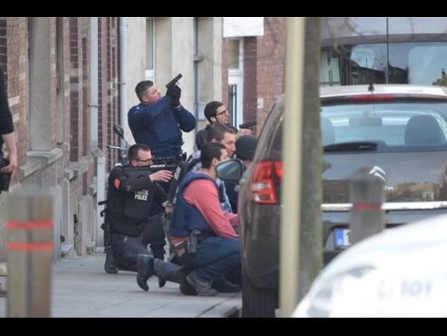 Bruxelles, sparatoria in strada: blitz attentati Parigi