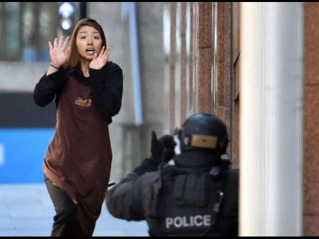 """Sydney choc, ostaggi in un bar  """"L'uomo e' un rifugiato iraniano"""""""
