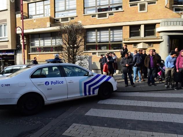 Sparatoria Bruxelles, rilasciati i fermati. Caccia ai due fuggiaschi