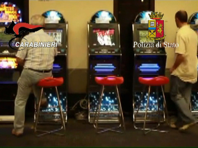 Camorra su slot machine, 5 arresti -   VIDEO